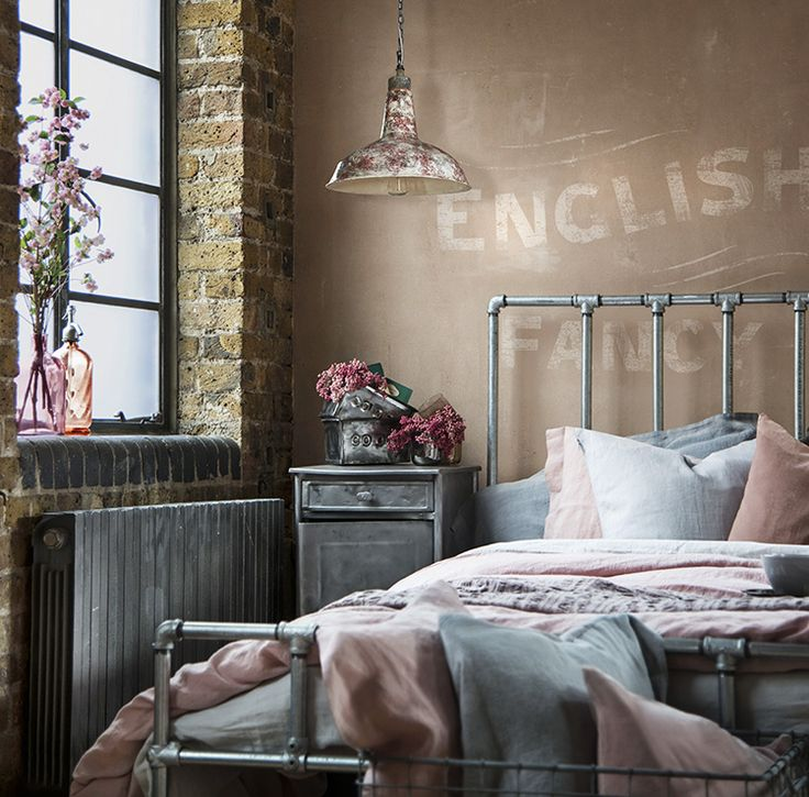 4f4c826dbb814516a4c1cf64b5899adf--vintage-inspired-bedroom-warehouse-home