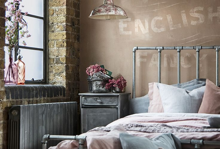 4f4c826dbb814516a4c1cf64b5899adf--vintage-inspired-bedroom-warehouse-home